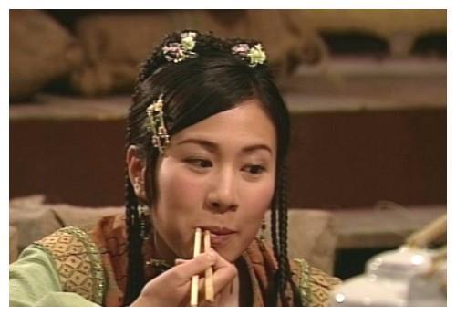 小边夹固定刘海的古装女子,孙莉温婉、李婷宜素雅、叶璇娇俏少女
