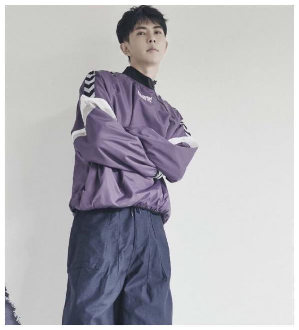 于朦胧穿白色渐变休闲外套清新文艺,紫色拼接卫衣青春帅气!