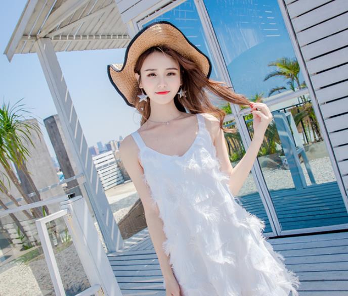 日本名模亮相夏威夷,身穿洁白连衣裙,有种窈窕淑女的感觉
