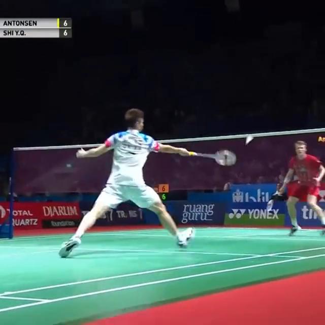 羽球一哥石宇奇印尼赛受伤瞬间,东京奥运出战添变数