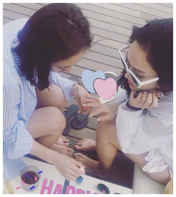 最美时尚姐妹花,Jessica'郑秀妍'为妹'郑秀晶'庆生