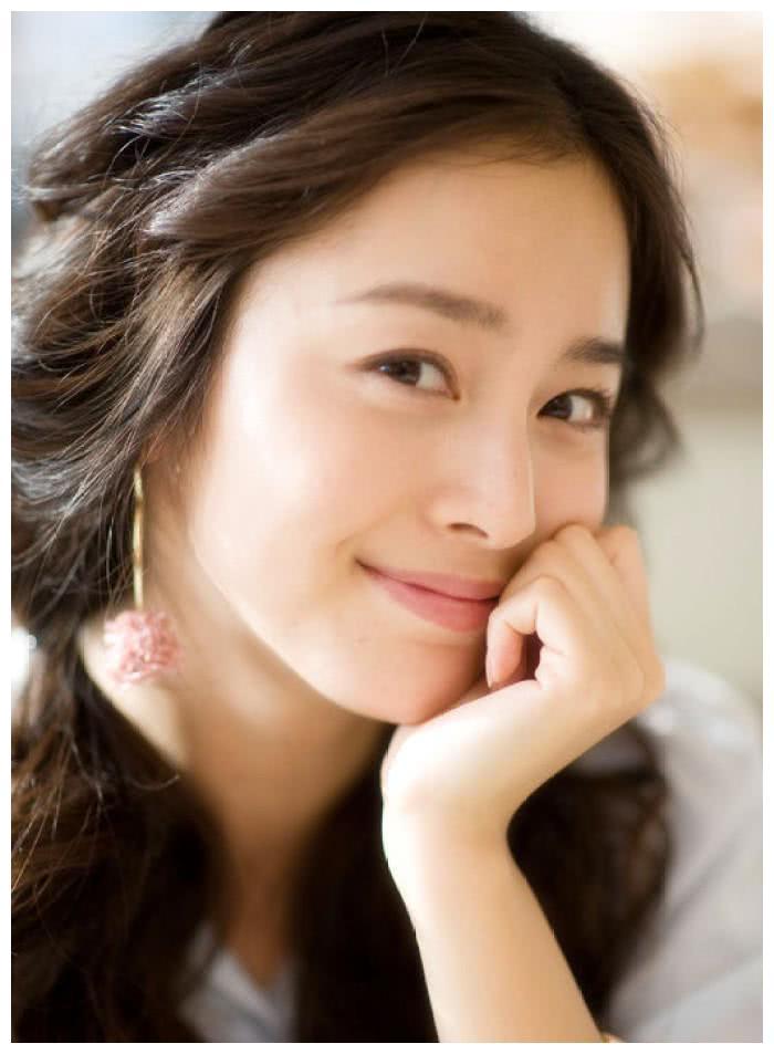 韩国第一美女金泰熙近照曝光,笑靥如花,让人过目难忘