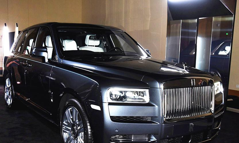 劳斯莱斯第一款SUV,车长近超5米3,车重近3吨,为啥值600多万?