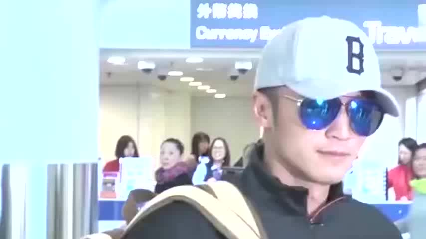 商业危机港媒曝谢霆锋旗下曲奇门店全撤走