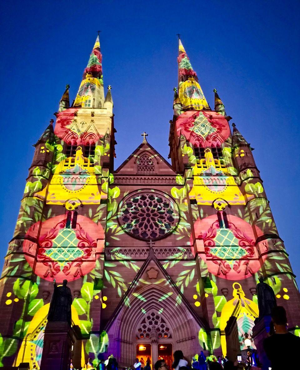 美丽平安夜!悉尼圣玛丽大教堂的圣诞灯光秀太好看