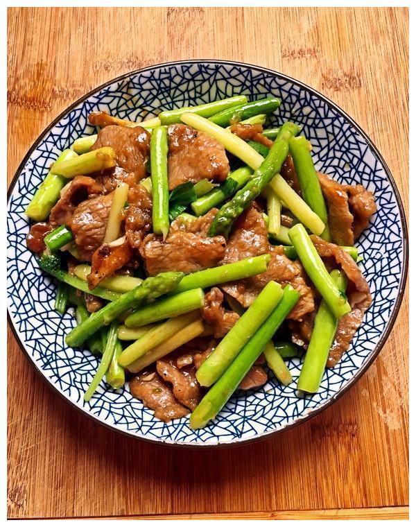 美味菜谱推荐:麻辣鸡肉,芦笋炒牛肉,豆腐泡炒肉的做法