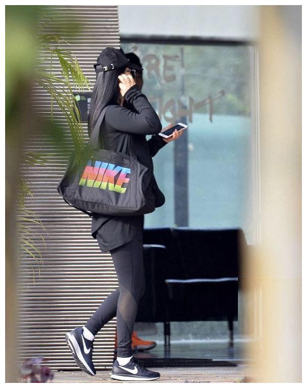 """""""她""""是娱乐圈的顶级富豪,炫富无度身材肥硕,堪称""""第二韩红"""""""
