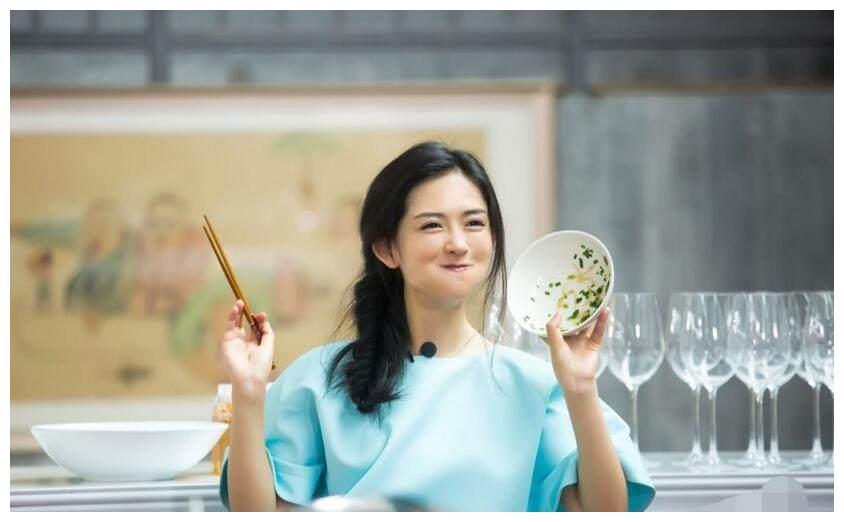 还记得4年前的金鹰节么?谢娜被批没文化,康辉今日澄清有剧本!