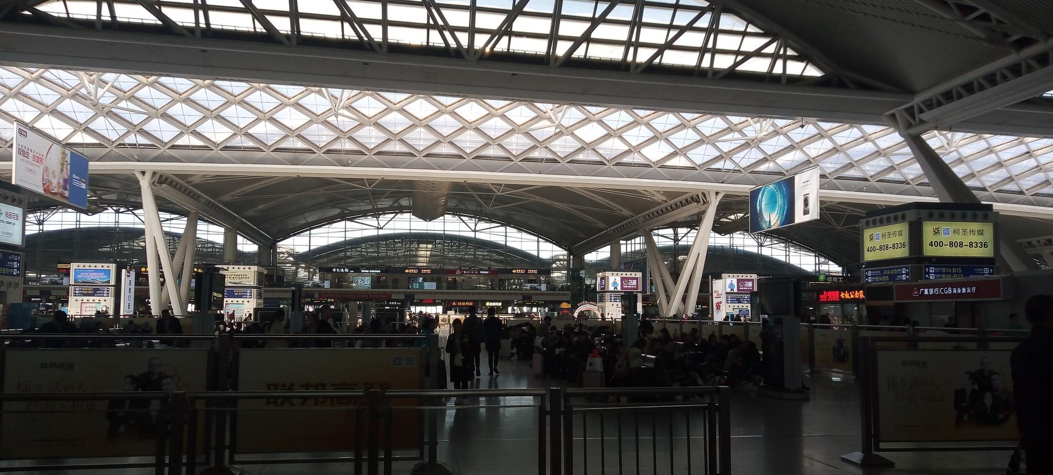 广州南高铁站实拍,你们在这里坐过车吗?