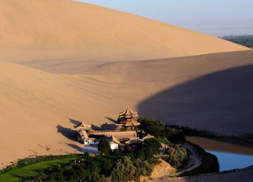 """中国沙漠第一泉面临枯竭,投资4100万为其""""输液""""续命"""