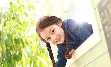 小女孩简易美丽的发型,妈妈们你们都会吗?