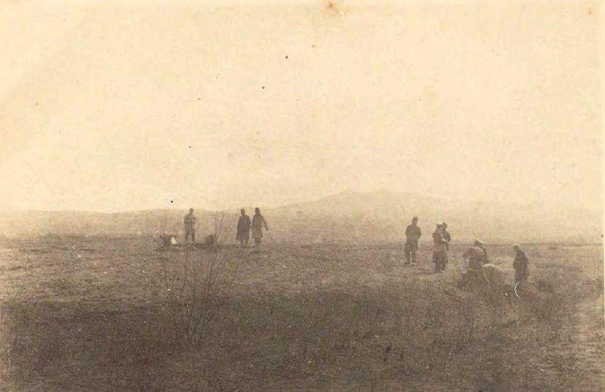 百年历史照片,日本人在中国盗墓情形,致使我国大量国宝流失海外