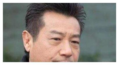 69岁TVB绿叶曾因怪病备受折磨,与妻子结婚41年恩爱如初