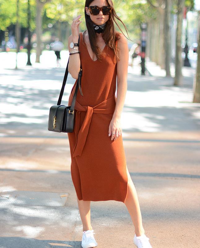 """连衣裙和小白鞋""""锁了"""",打造活力少女范,引领轻松出行新风尚"""