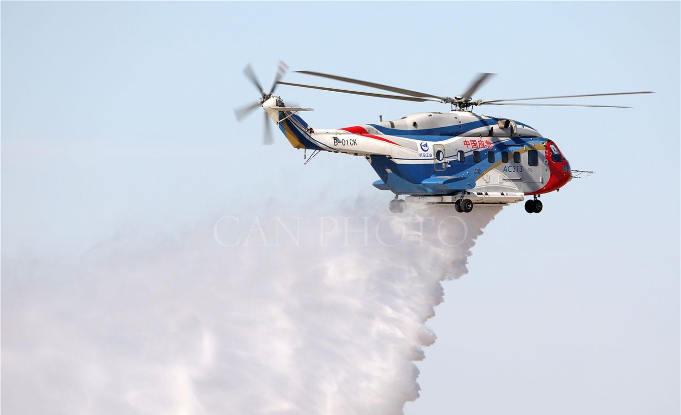 直击天津直博会 AC313等警用应急救援直升机飞行预演