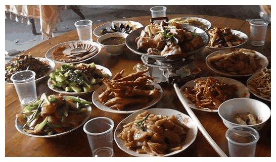 周末回老家,亲戚请吃饭,每家伙食水平不一样,你会选择去谁家?