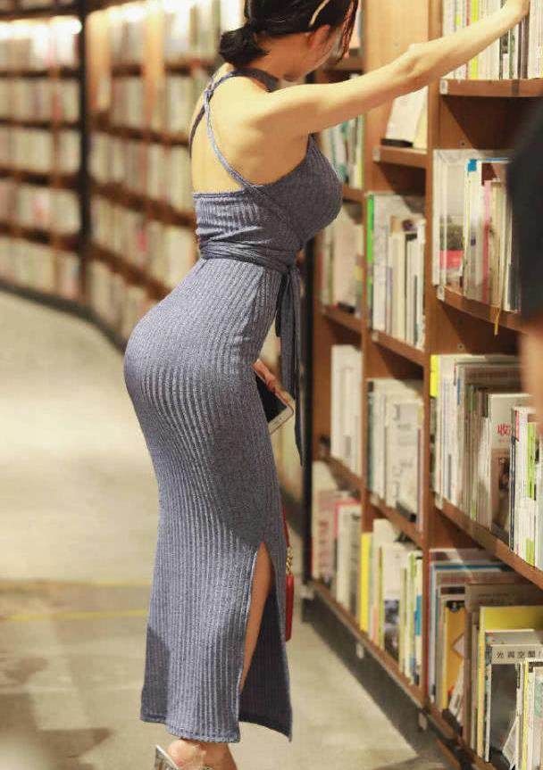 街拍:轻熟女风十足的连衣裙穿搭,学小姐姐这么搭秀出你的好身材