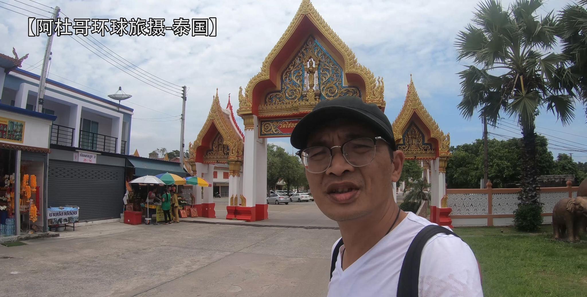 泰国普吉岛查龙寺,供奉着佛教圣僧肉体金身和舍利子,香火鼎盛