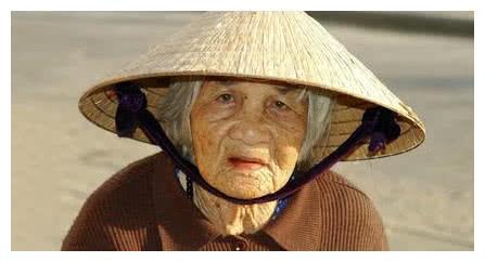 心理测试:选出三位老太太中你认为最有钱的?能看穿你的真性格!