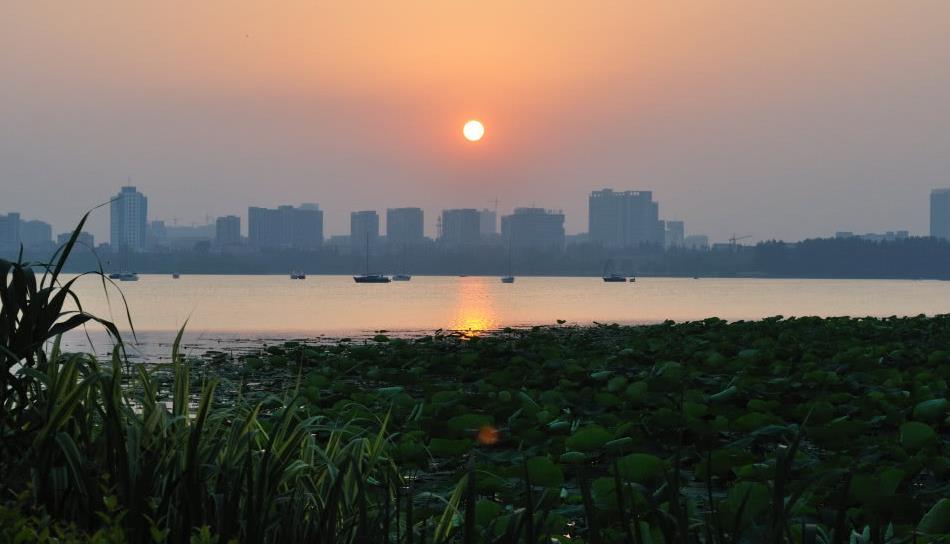 南京玄武湖,我国最大的皇家园林湖泊,名气为何不比杭州西湖?