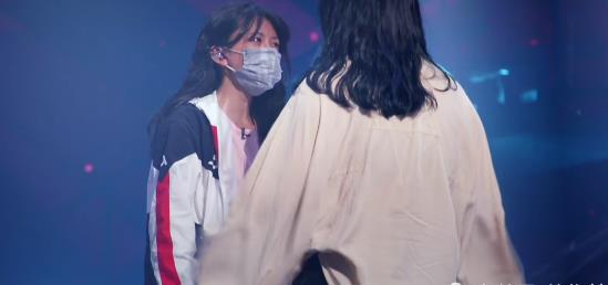 洪一诺自称很孤僻,遇到困难会躲起来,李泽珑跟她的约定却很美好