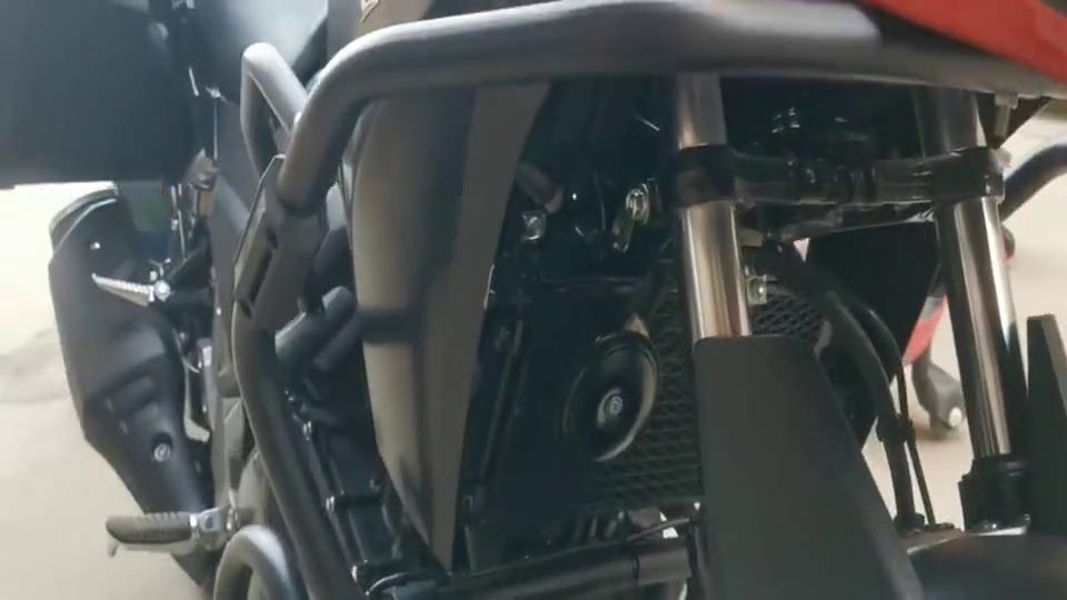 """街拍豪爵铃木合资摩托车:ADV与街车结合的""""拉力车"""",拉风至极"""