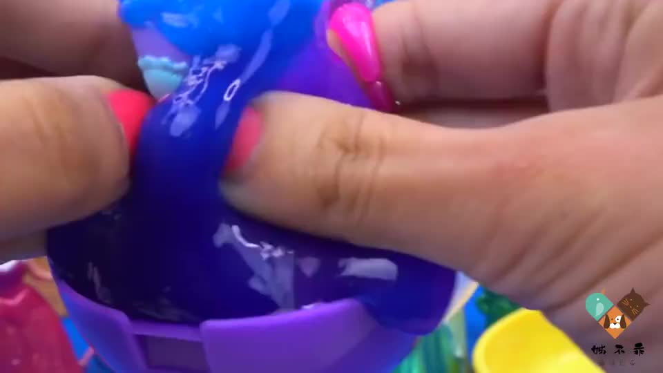 儿童玩具:在水晶泥里找到可爱的洋娃娃,和美人鱼公主一起玩