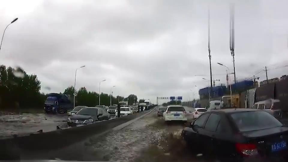 """行车记录仪:过水不跟车,因为随时会""""坑爹"""""""