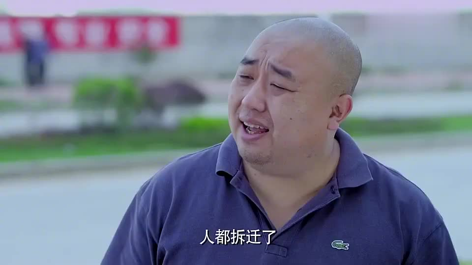 安以轩没有零钱付车钱,拿苹果手机做抵押,不愧是土豪!