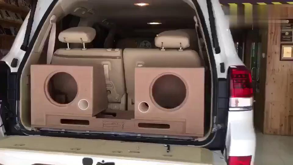 霸气,丰田陆地巡洋舰精美绝伦的汽车音响改装工艺展示