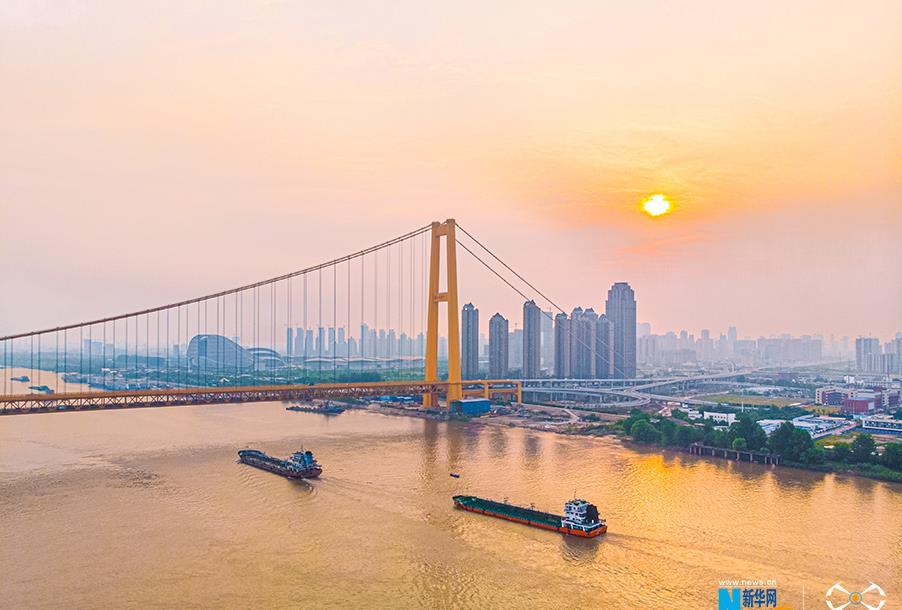 航拍完成涂装的武汉杨泗港长江大桥