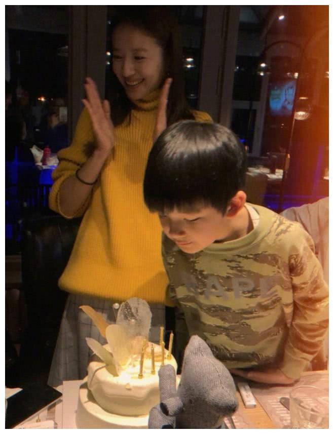 43岁刘绰琪撞上38岁董洁,网友:怪不得潘粤明没有二婚!