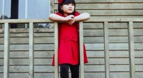9岁王诗龄生活照曝光,个头直逼李湘,逛街买奢侈品贵妇范十足