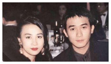 年过半百刘嘉玲不化妆,与刘晓庆旗鼓相当。为何硅胶脸显眼?