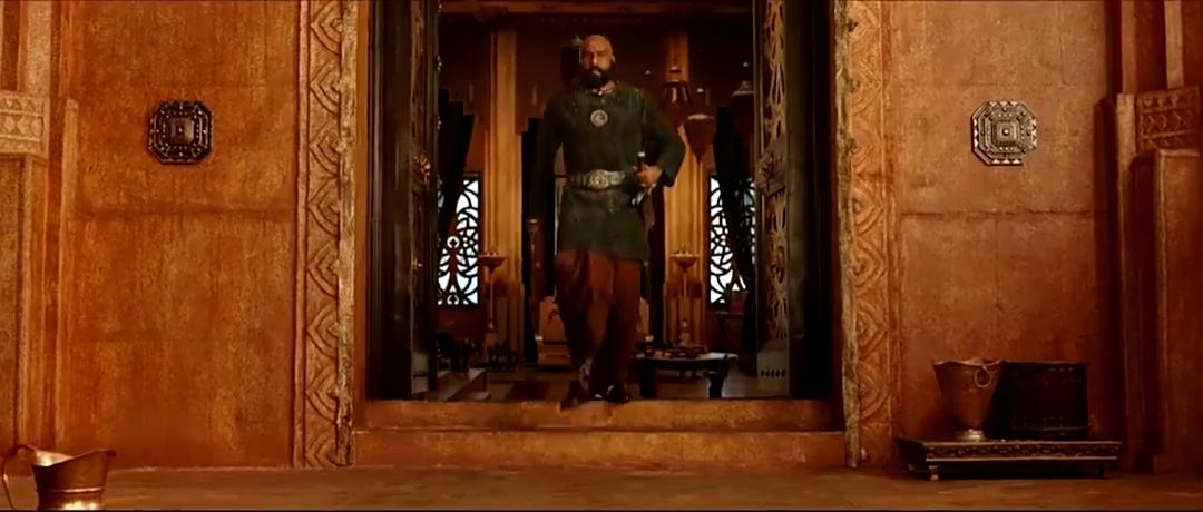 巴霍巴利王:巴拉的父亲恼羞成怒,对着卡塔帕一顿咆哮,口水四溅