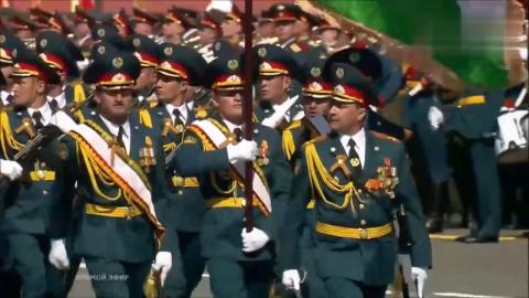 莫斯科红场阅兵:塔吉克斯坦国防部军事学院接受检阅