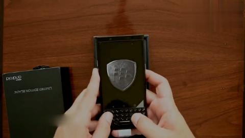 黑莓BlackBerry KEYone手机开箱,撕手机膜的那一瞬间,好过