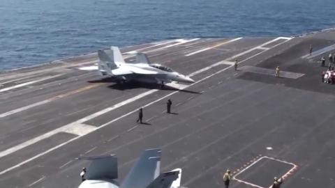 尼米兹号航空母舰 弹射起飞 C-2A运输机过程