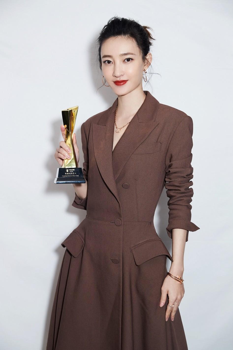 王丽坤受邀出席时尚盛典  荣获年度时尚艺人