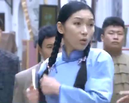 女孩大声求救,谁知过路小伙身手不凡,出手暴打日本浪人!