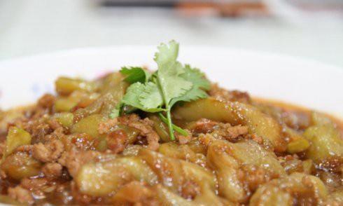美食精选:鱼香茄子煲,香菜猪血汤,奶香红薯窝窝头,茄汁玉米鸡