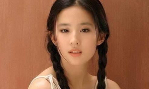 刘亦菲又一组没见过的童年照曝光,天呐当时她就拥有仙女颜值了!