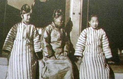 清朝老照片:图2格格竟然长这样,最后一张清朝妃子如凤姐转世!