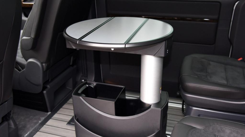 大众迈特威老牌MPV,隐藏式小桌板,空间媲美移动VIP座舱!