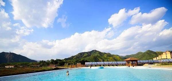 """辽宁最""""独特""""的温泉,堪比北海道的温泉,但人们更爱露天的水池"""