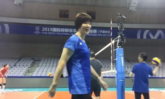 中国女排进入奥运资格赛场馆适应场地,可以数人头看阵容了!