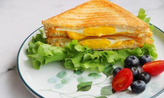 鸡蛋芝士三明治,早餐就要营养均衡,做法简单省事,手残党零失败