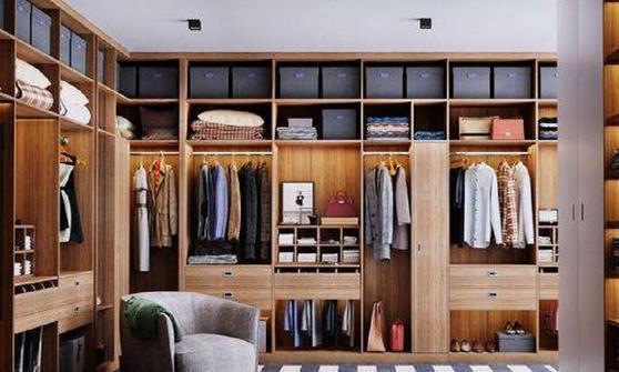 定制衣柜,选免漆板还是刷油漆?正确选择,让你轻松入住