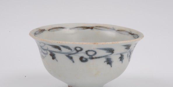 低温青花瓷器结草菊纹杯鉴赏