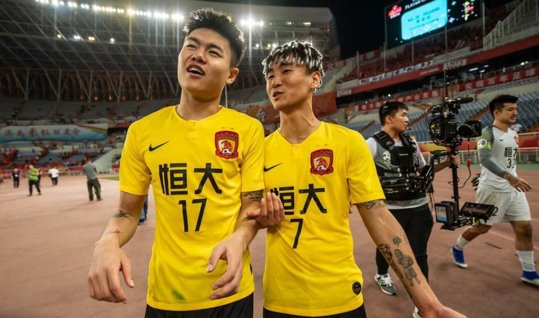 广州恒大俱乐部官方宣布:韦世豪与杨立瑜各被罚款30万元